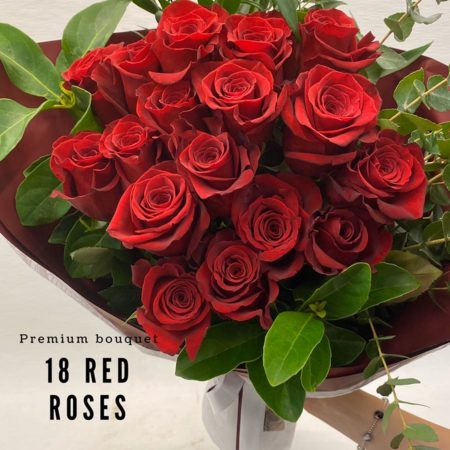 Valentine's Day - 18 red roses bouquet